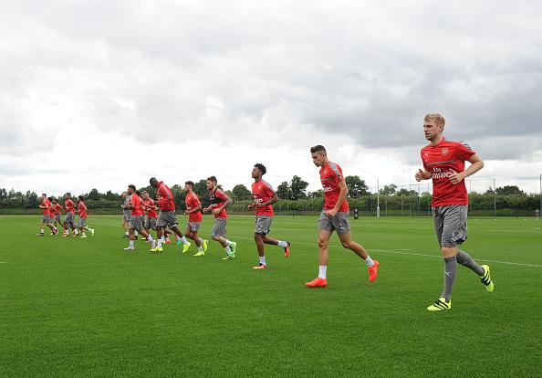 组图:阿森纳俱乐部开始新赛季首次训练