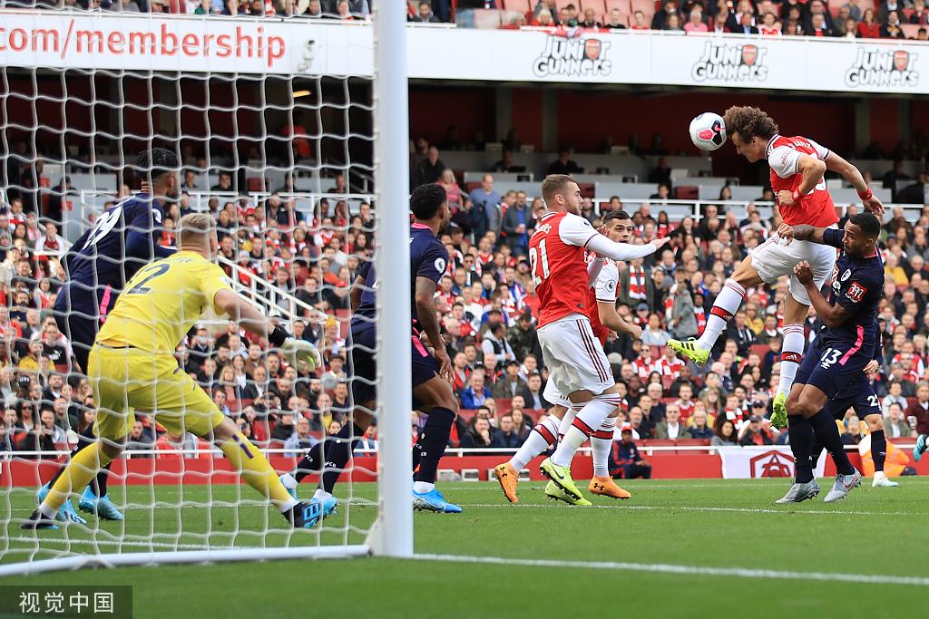 英超-路易斯头槌奥巴梅扬中柱 阿森纳1-0跻身前3