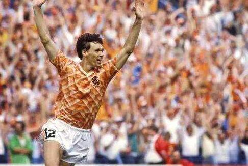 因为1988欧洲杯的巴斯滕,亨利最爱12号