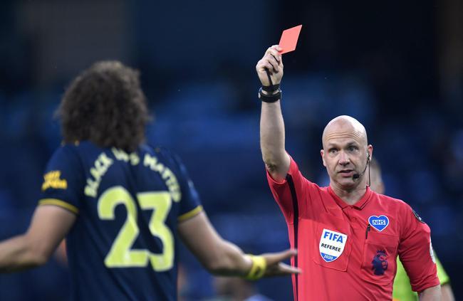 英超-扎卡马里受伤离场 路易斯红牌 阿森纳客场0-3负曼联